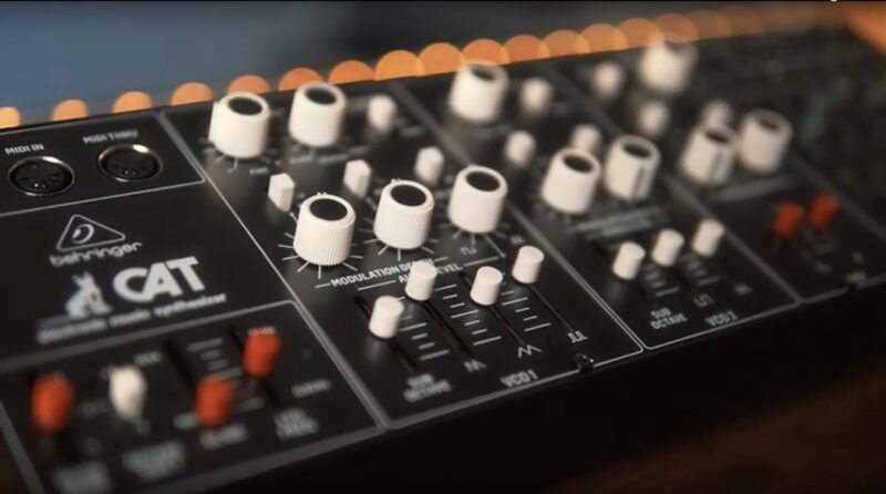 Behringer Octave Cat Clone Synth