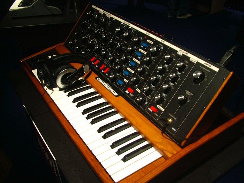 Moog MinimoogVoyagerOS, OldSchool synthesizer