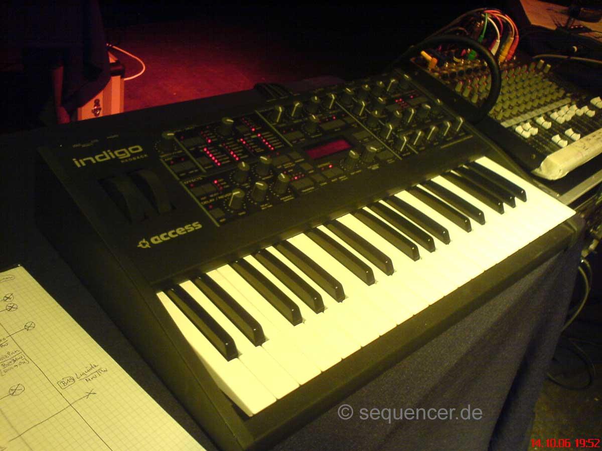 Virus Redback Indigo Virus Indigo Redback synthesizer