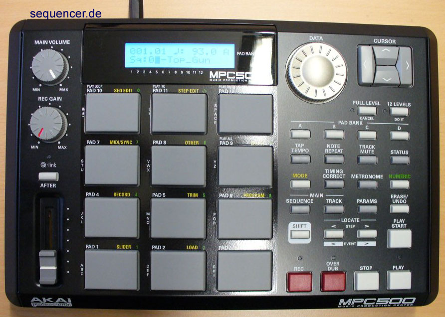 Akai MPC500 synthesizer
