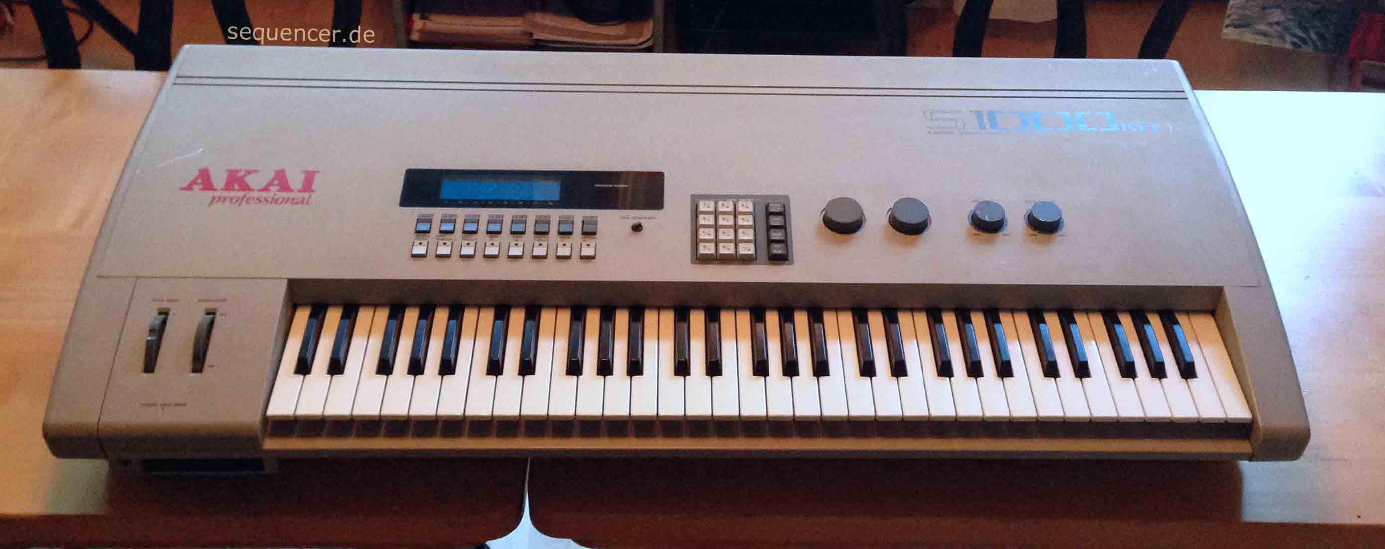 Akai S1000KB synthesizer