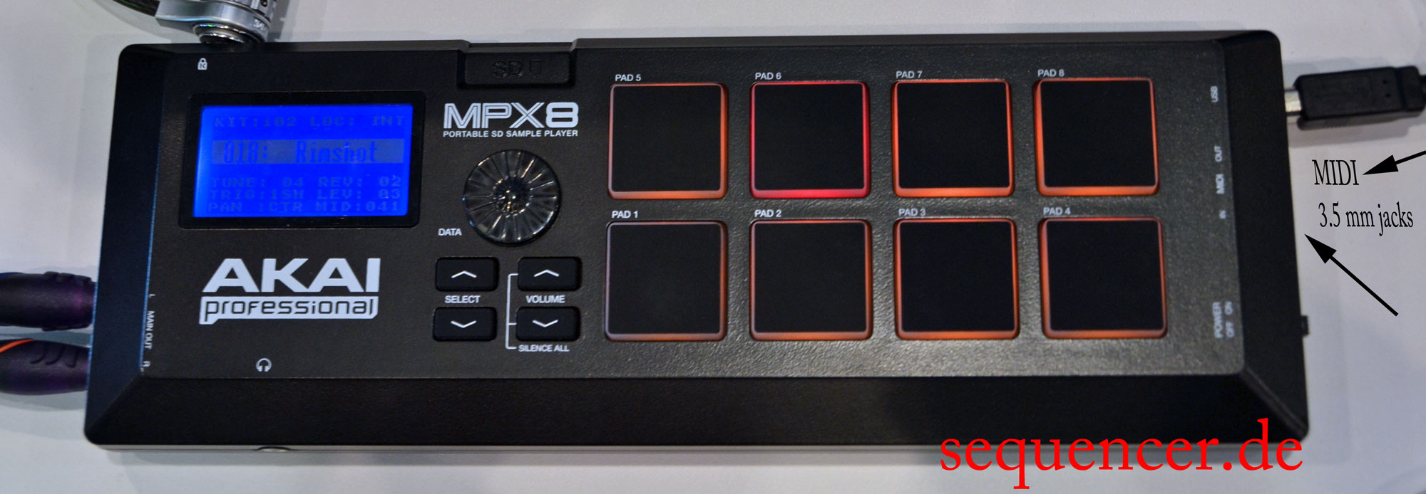 Akai MPX8 synthesizer
