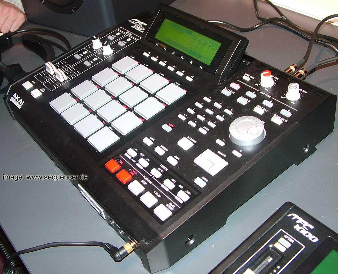 Akai MPC2500 synthesizer