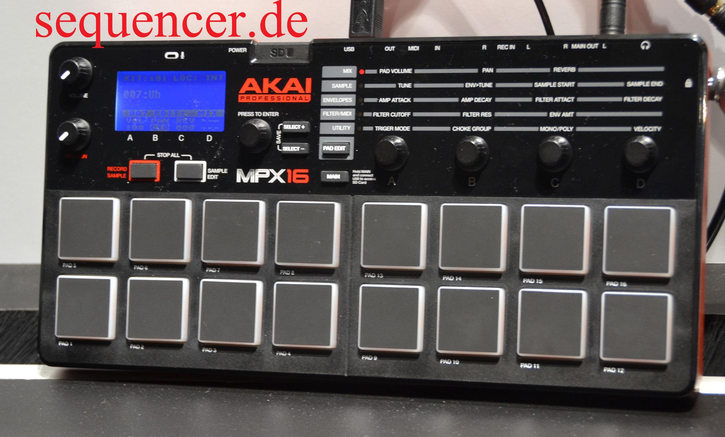 Akai MPX16 synthesizer