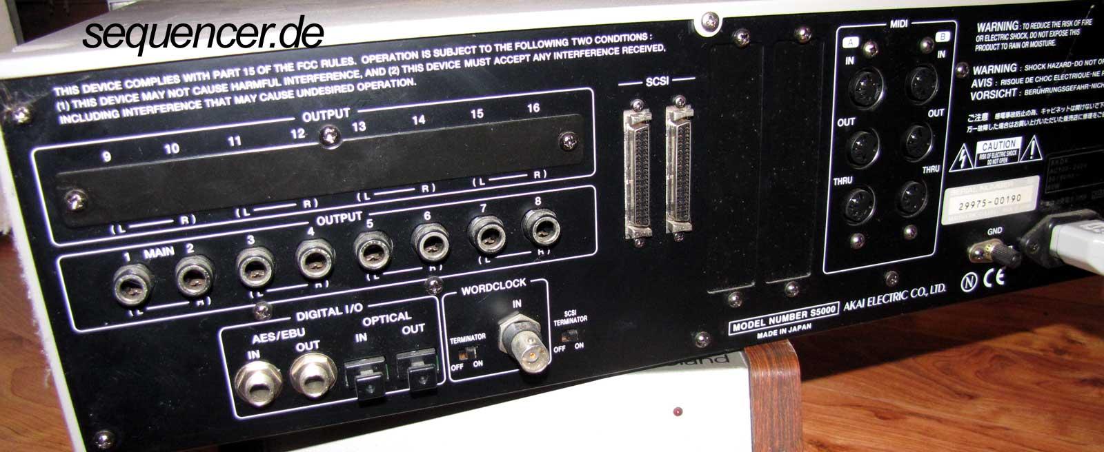 Akai S5000 Rückseite Akai S-5000 Back synthesizer
