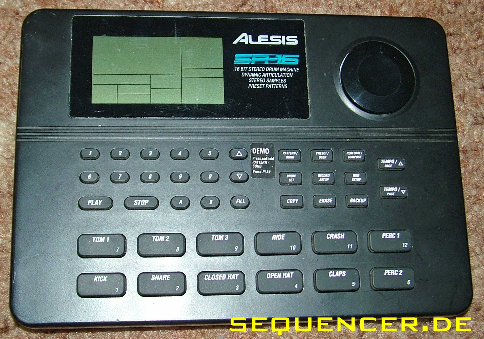 Alesis SR16 synthesizer