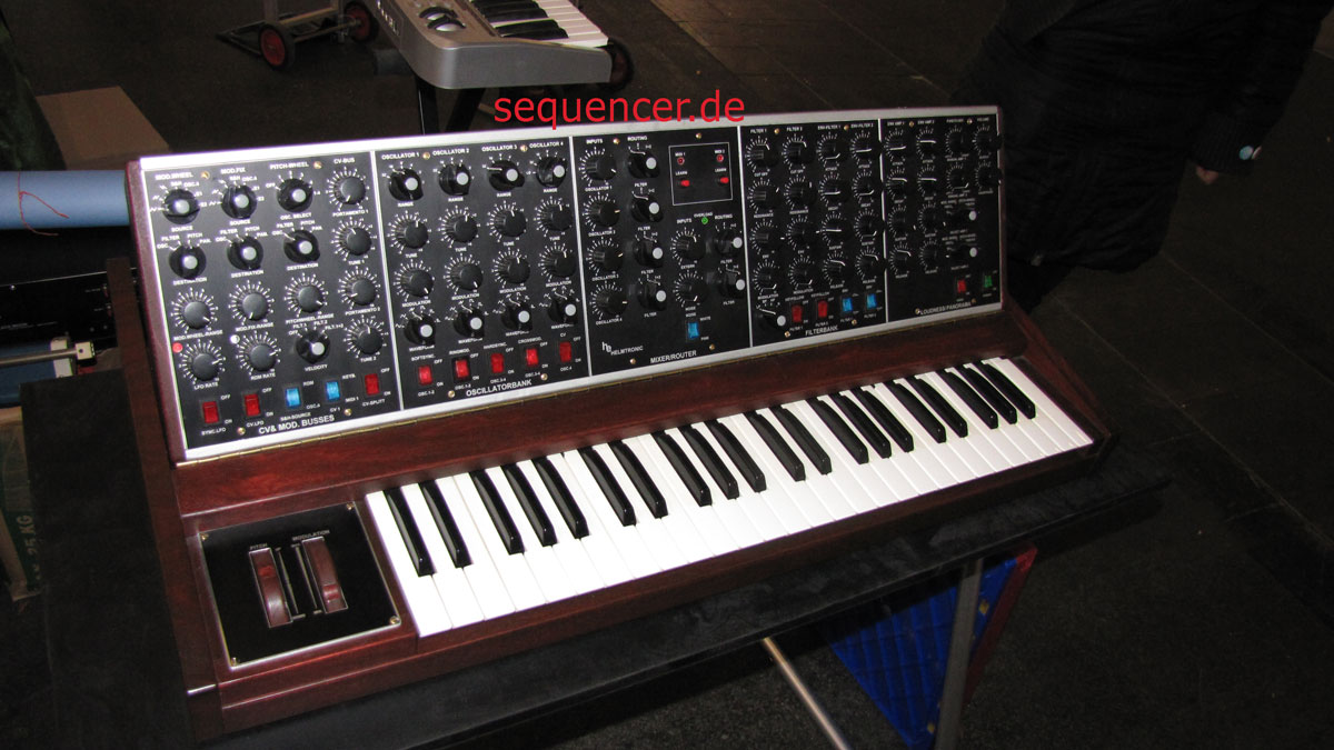 Helmtronic Challenger synthesizer