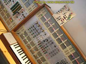 2500 2500 synthesizer
