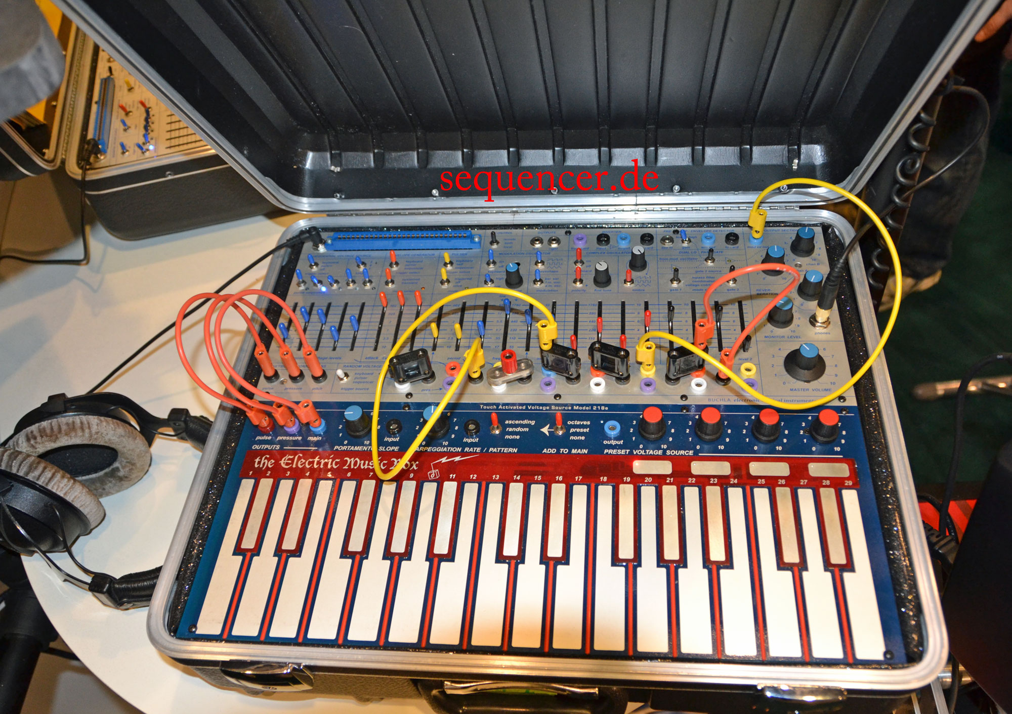 buchla new music easel electric music box 2012 modular synthesizer step sequencer. Black Bedroom Furniture Sets. Home Design Ideas