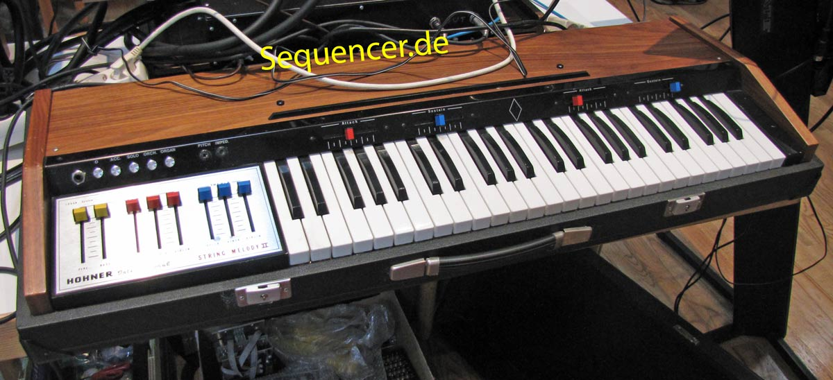 Hohner StringMelody2 synthesizer