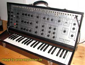 EML 101 electrocomp Synthesizer