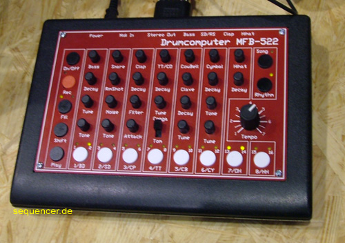 MFB MFB522 synthesizer