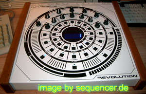 Future Retro Revolution synthesizer