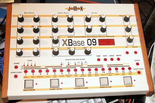 JoMoX XBase 09 synthesizer