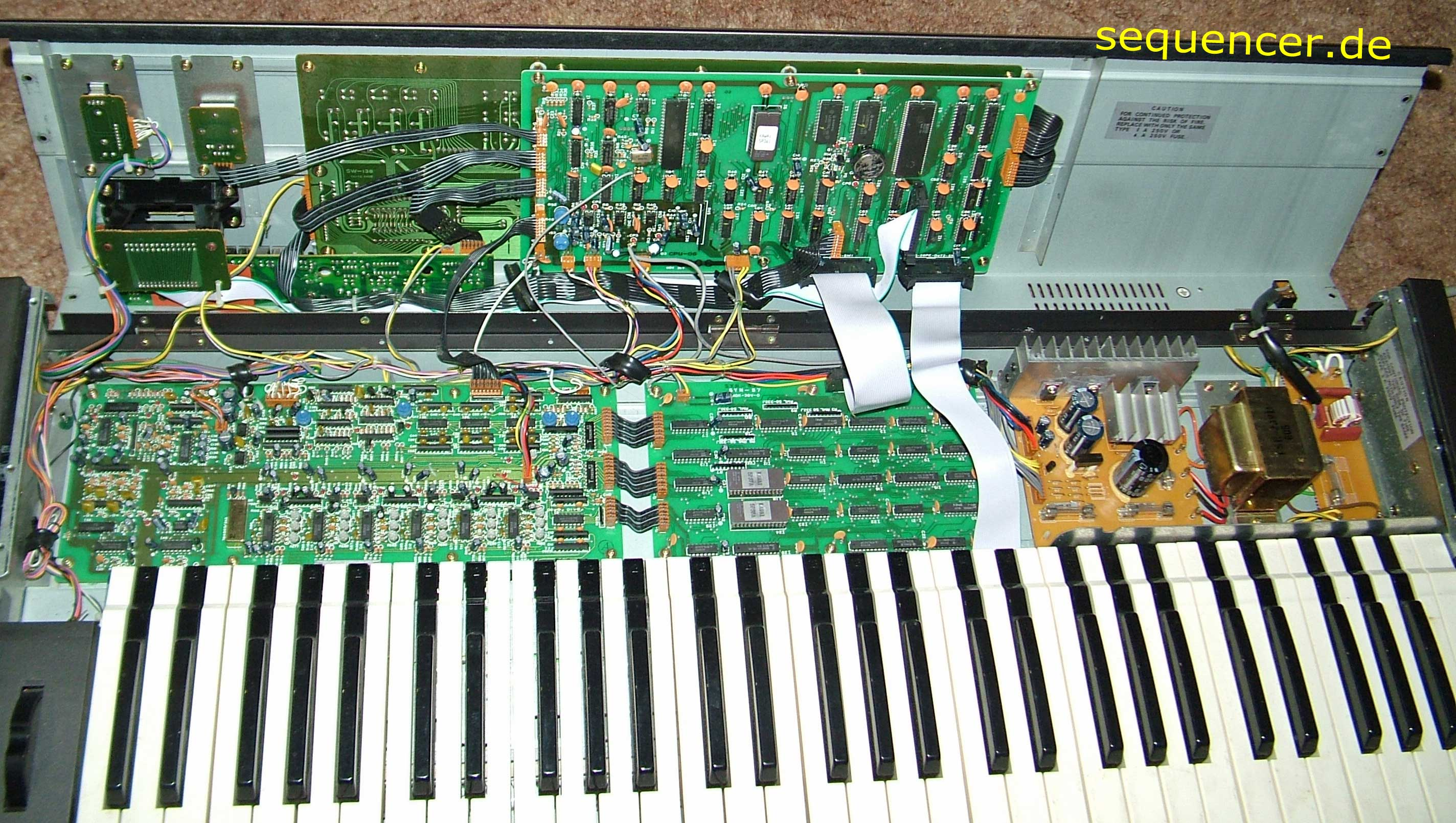 Kawai K-3 offen Kawai K-3 open synthesizer