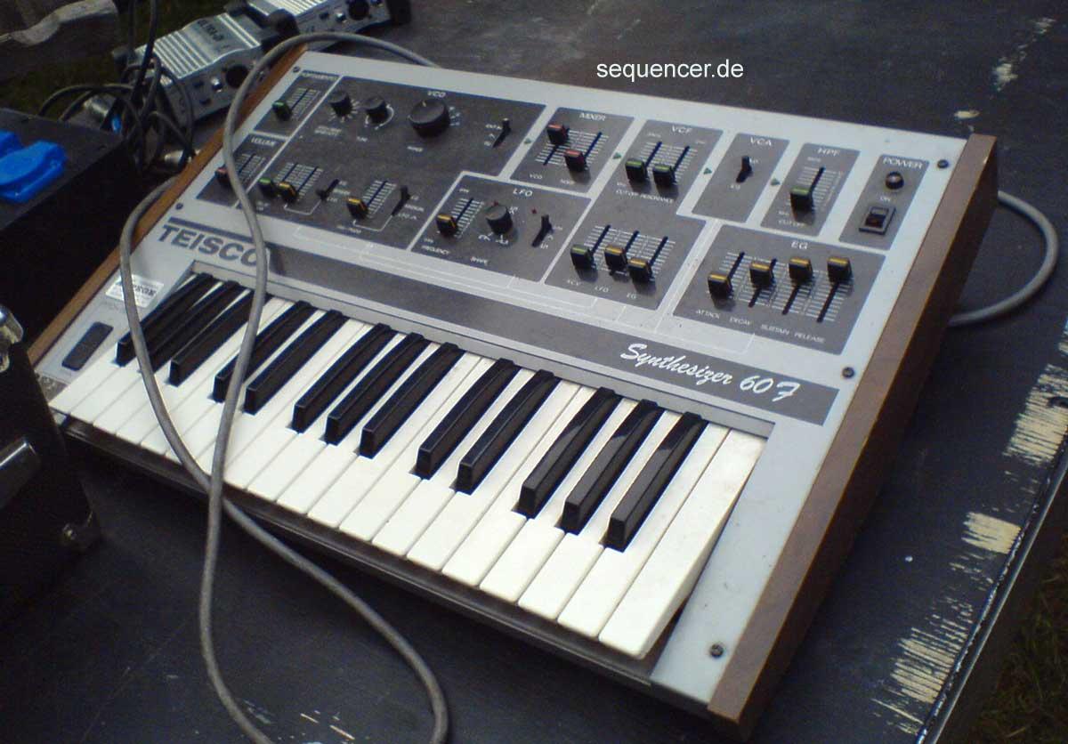 Teisco 60F synthesizer