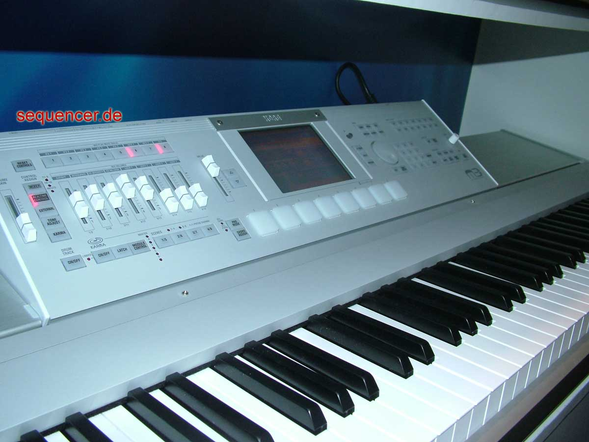 Korg m 3 synthesizer