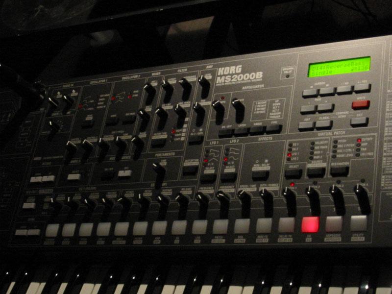 Korg MS2000, MS2000B synthesizer