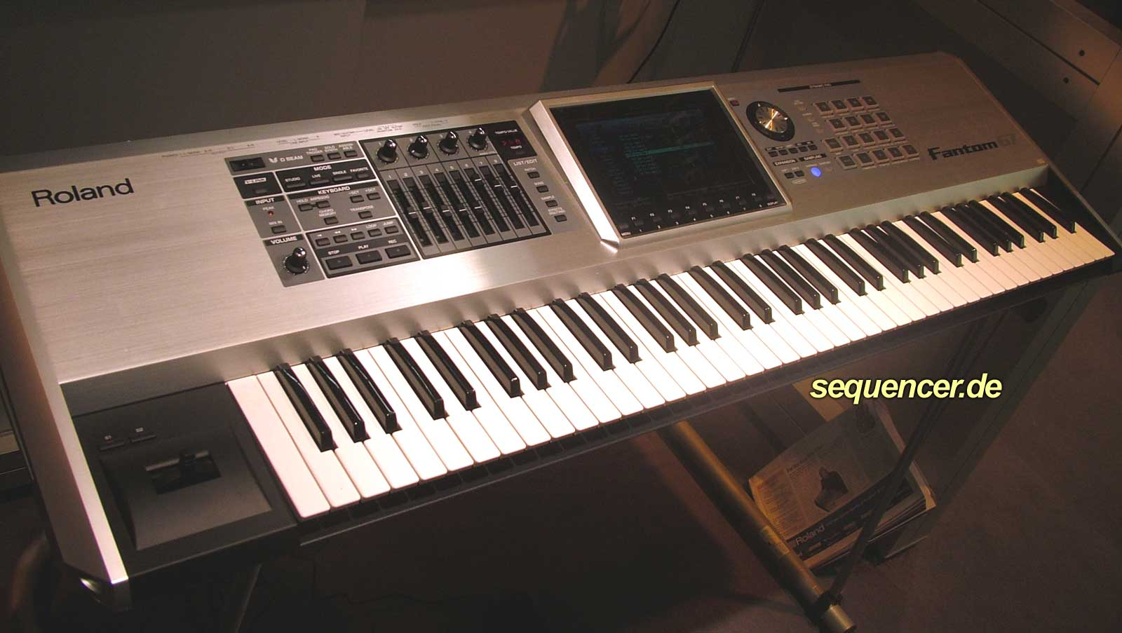 Roland FantomG6 FantomG7 FantomG8 synthesizer