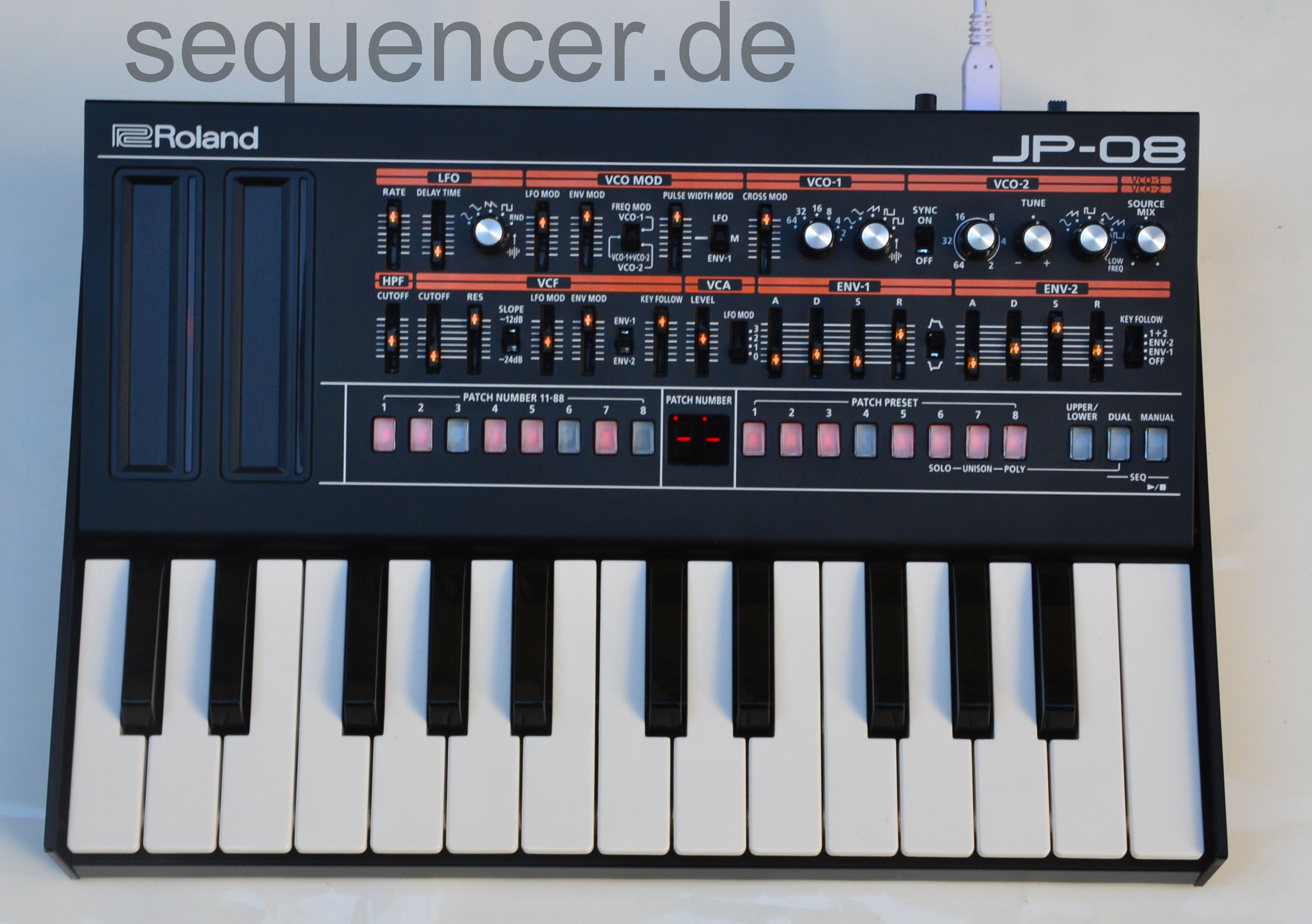 Roland Boutique , JP08 synthesizer