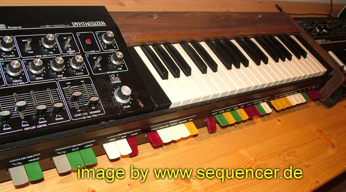 Roland SH1000 synthesizer