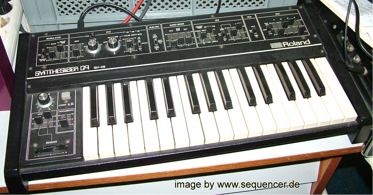 Roland SH09 synthesizer