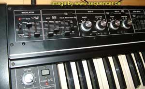 Roland sh-2 sh2 synthesizer