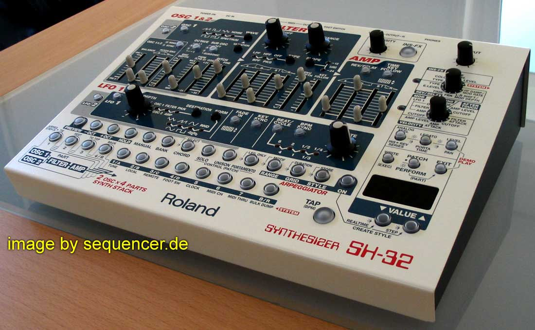 Roland SH32 synthesizer