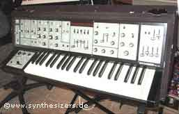 Roland SH5 synthesizer