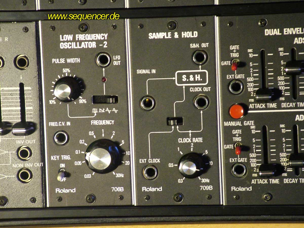 Roland System 700 Roland System700 LFO + S/H synthesizer