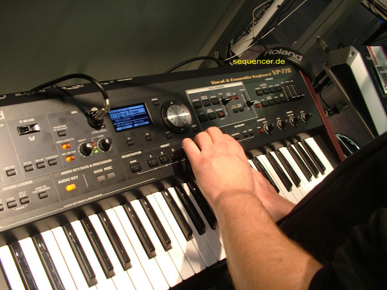 Roland VP-770 Vocoder / Harmonizer Roland VP-770 Vocoder / Harmonizer synthesizer
