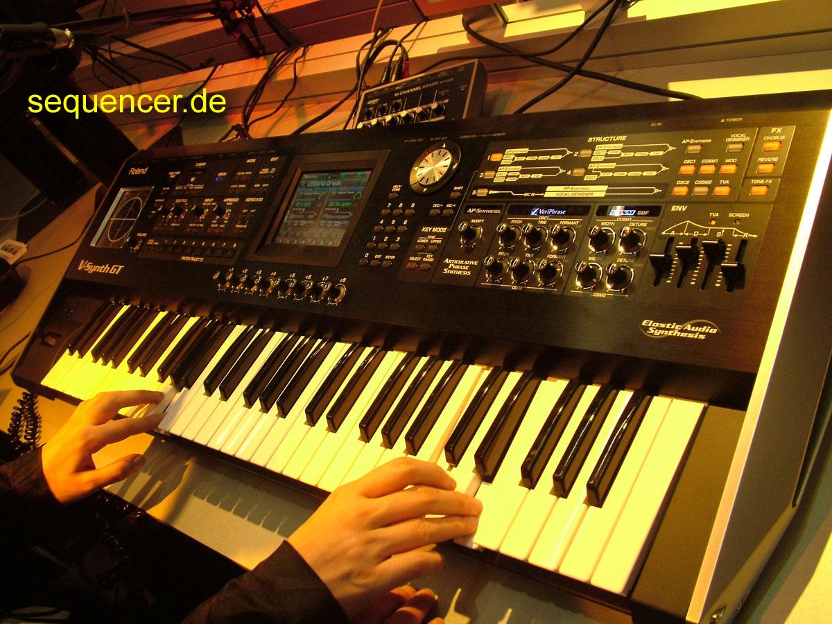 Roland V-Synth GT Roland VSynth GT synthesizer