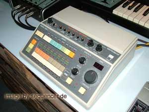 Roland CR8000