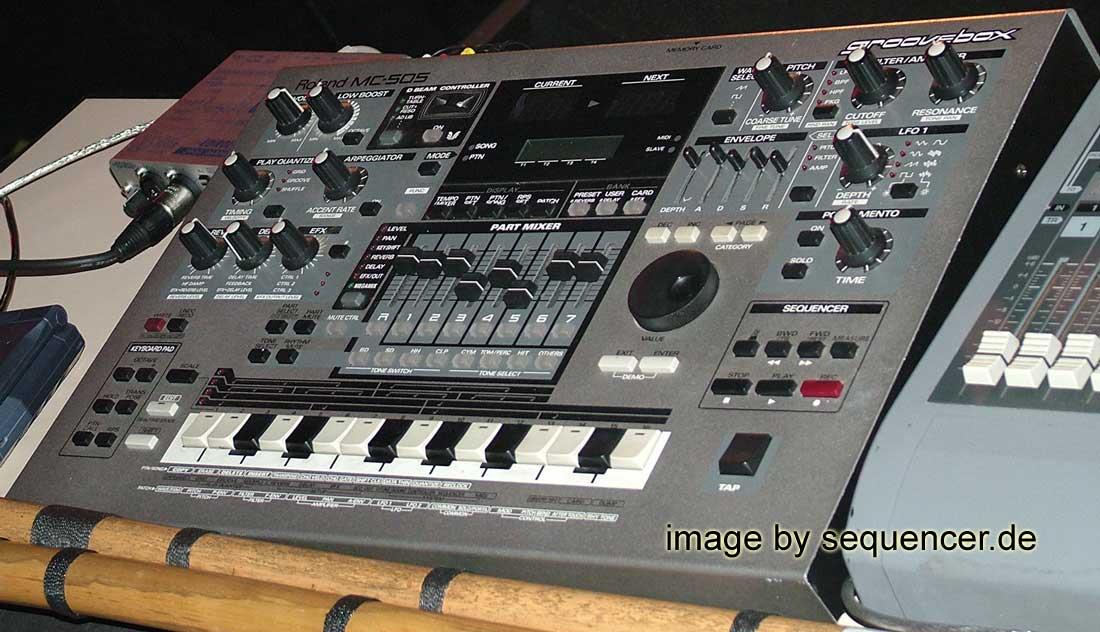 Roland MC505, EG101, JX305 synthesizer
