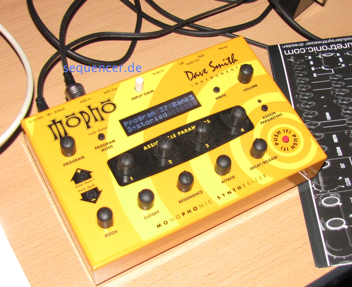 Dave Smith Mopho synthesizer