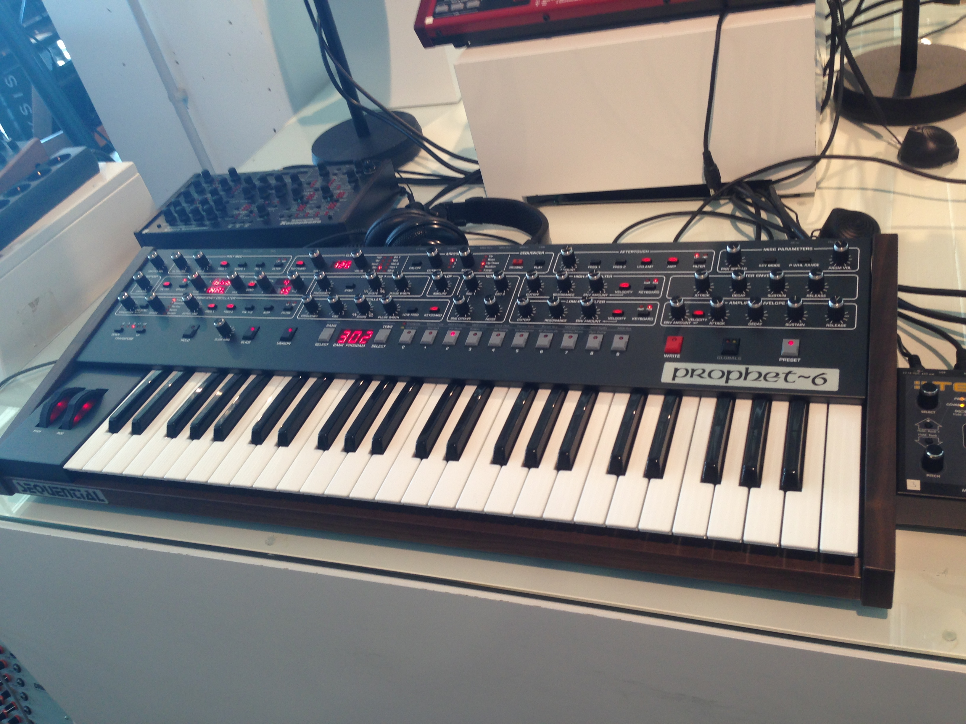 Sequential Circuits Prophet6, P6 synthesizer