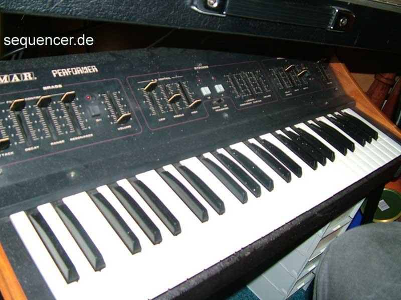 Crumar Performer synthesizer