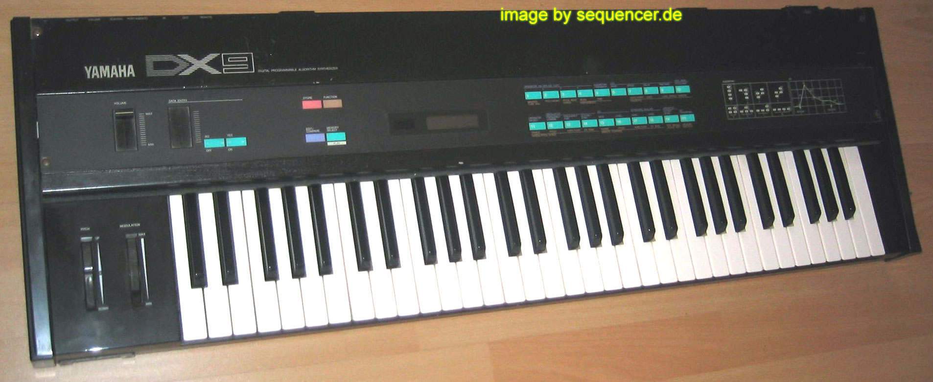Yamaha DX9 synthesizer