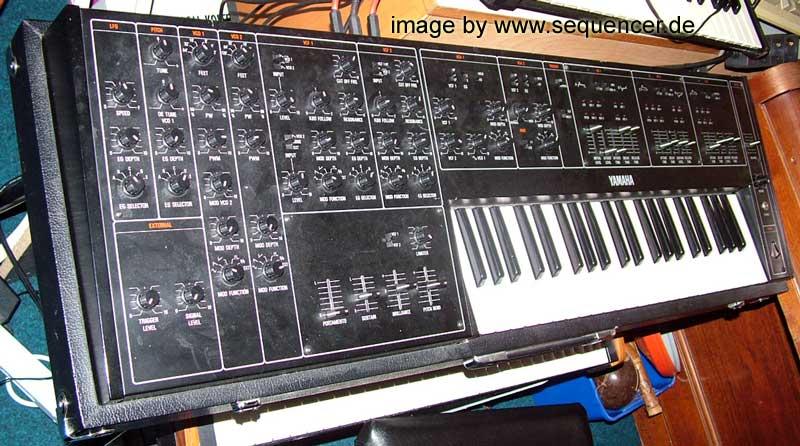 Yamaha CS30L synthesizer