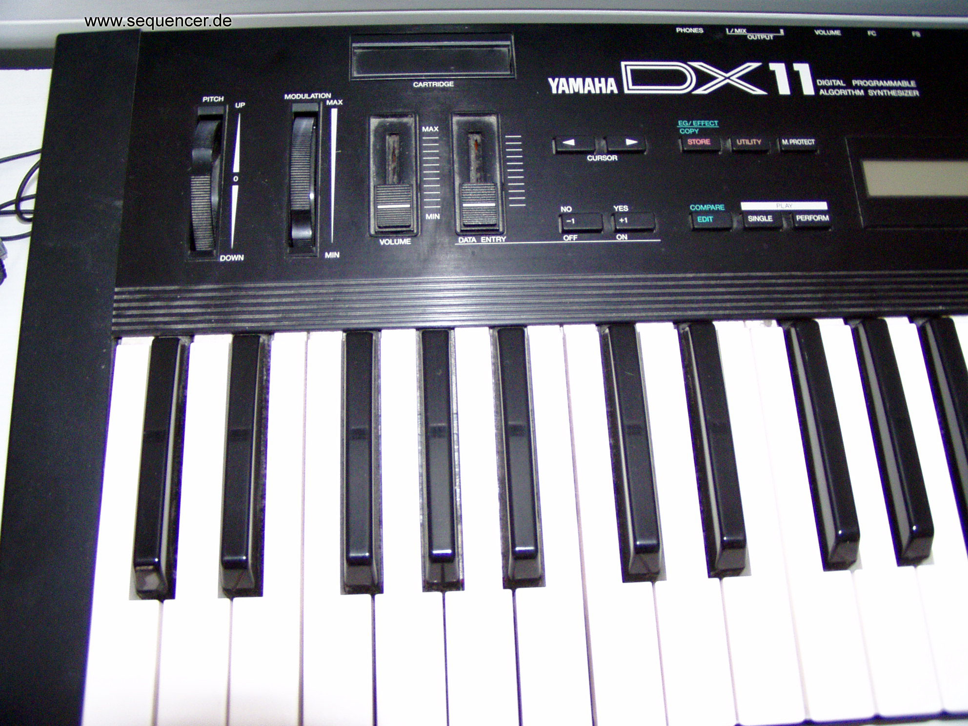DX-11 Yamaha DX-11 synthesizer