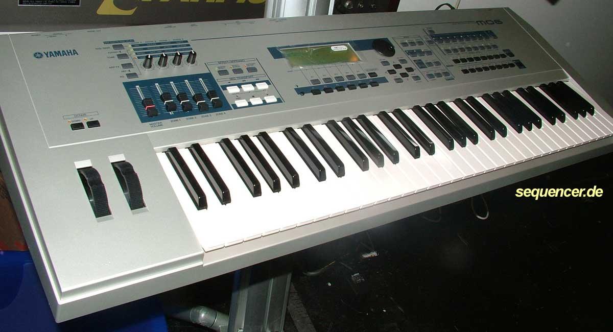 Yamaha Synth Keyboard