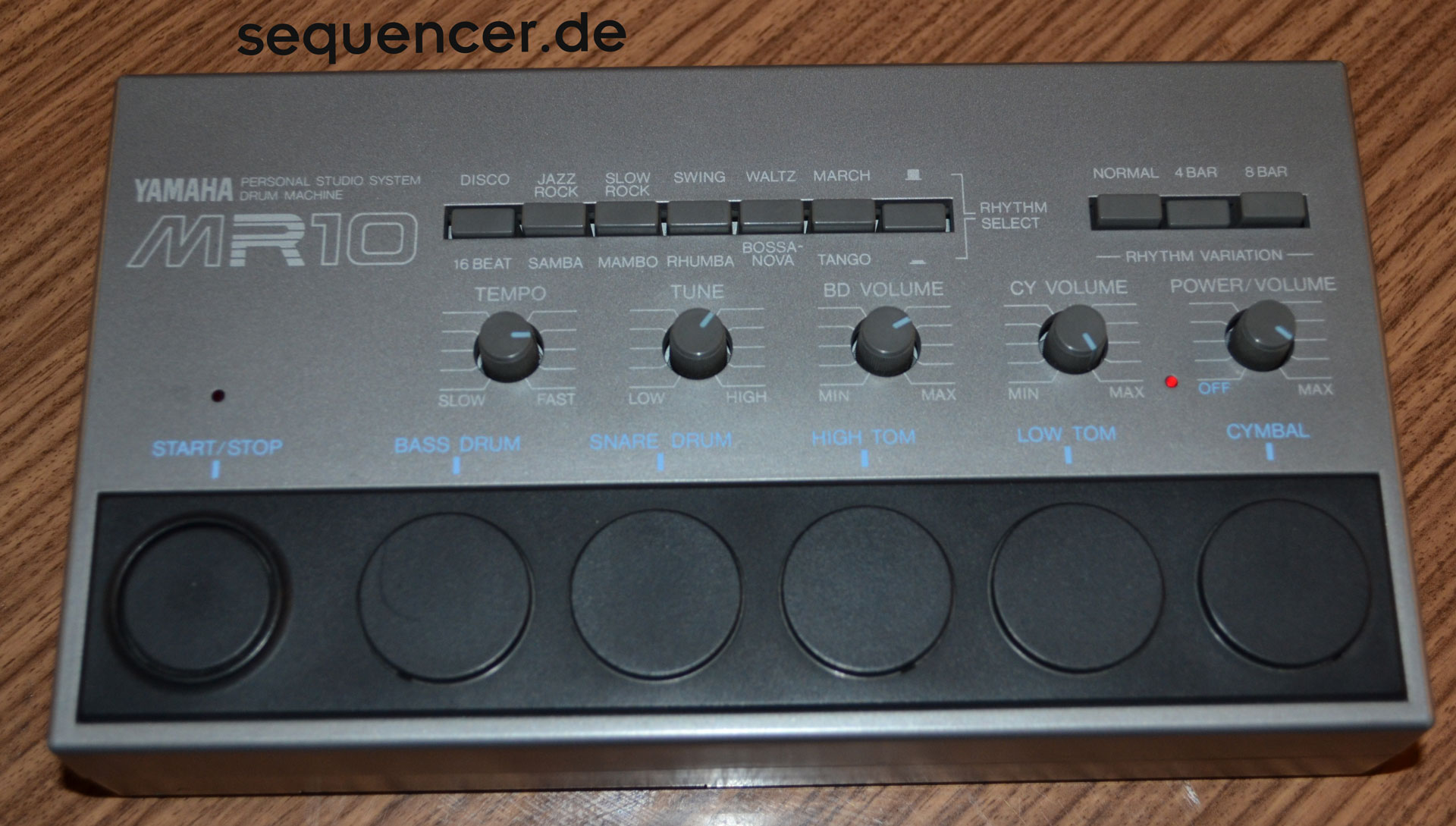Yamaha MR10 synthesizer