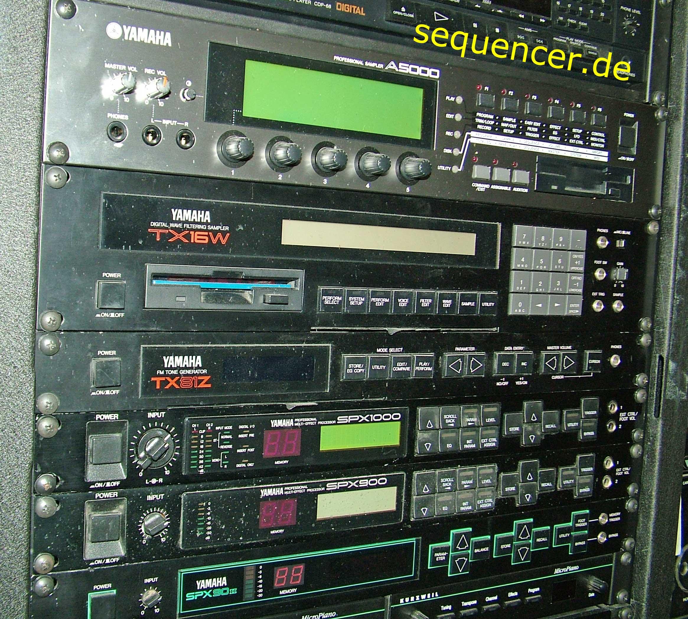 Yamaha TX16W synthesizer