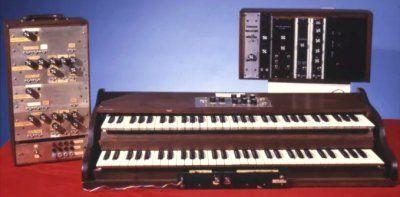 der erste moog modular synthesizer.jpg